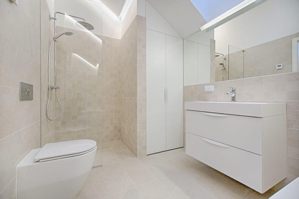 Bad og Prosjekt - Oppbevaringsløsninger til badget